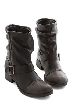 Effortless Edge Boot. Kick your look up a notch with these black boots from Dolce by Mojo Moxy! #black #modcloth
