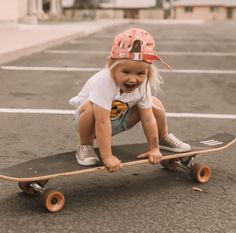 Rosie is skateboard obsessed and has been doing lessons with daddy! She seriously loves it and she is already better than me 🤷🏼‍♀️ here are some pics from her latest lesson 💗 # cute kids 5 Beautiful Minimalist Bedrooms — 204 PARK So Cute Baby, Baby Kind, Cute Babies, Adorable Little Girl, Little Girl Style, Little Boy And Girl, Mom And Baby, Foto Baby, Skater Girls