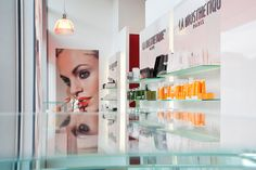 www. Salon Furniture, Furniture Design, Spa, Hair And Beauty Salon, Bathroom Medicine Cabinet, Salons, Manhattan, Nail, Recipes