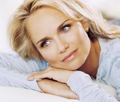 Kristin Chenoweth - love her in Wicked! Love the hair and eyes