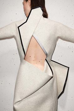 bienenkiste: Stéphanie Baechler's Lodonite Collection Ph. Geometric Fashion, 3d Fashion, Fashion Details, High Fashion, Fashion Looks, Fashion Design, Fashion Trends, Design Textile, Fabric Design