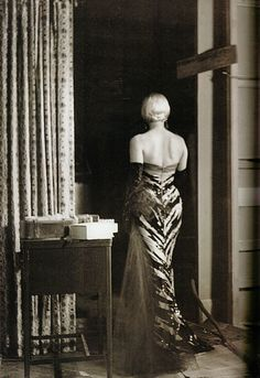 """Set Photo of Marilyn in the """"Tiger"""" Dress in """"The Seven Year Itch"""" by thefoxling, via Flickr <3"""