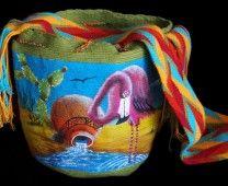 The Mochilas Wayuu we offer are expertly handcrafted by the Wayuu women in la Guajira, Colombia. Mochila Crochet, Textiles, Street Fashion, Boho Fashion, Bucket Bag, Crochet Patterns, Tapestry, Backpacks, Knitting