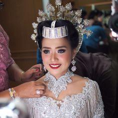 Mellisa wedding reception, Toraja tradition. #glowing #colorful