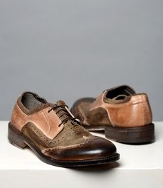 These color blocked wing tip oxfords will complement just about anything you wear. Our CORNO GRANDE Italian oxfords, pair well with premium denim or oiled canvas pants. Show your attention to detail with these exquisite oxfords.