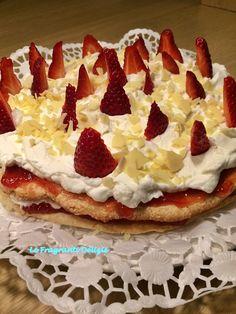 Torta Cristina è un dolce a base di meringa panna e fragole.