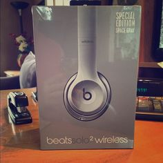 CHRISTMAS SPECIAL! BEATS SOLO 2 WIRELESS HEADPHONE Brand new still in packaging! Special Edition Space Gray Color! Made for iphone, ipod, and ipad Beats by Dre Other