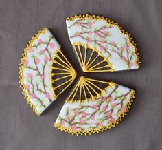 Asian Fan Cookies (http://cakecentral.com/gallery/1666410/asian-fan-cookies)