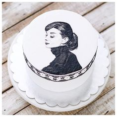 Audrey Hepburn Cake, Audrey Hepburn Painting, Audrey Hepburn Movies, Dessert Decoration, Beautiful Inside And Out, Amazing Cakes, Sweet 16, Your Favorite, The Incredibles