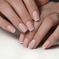 False nails have the advantage of offering a manicure worthy of the most advanced backstage and to hold longer than a simple nail polish. The problem is how to remove them without damaging your nails. French Nail Designs, Short Nail Designs, Nail Art Designs, Manicure Colors, Nail Colors, Red Nails, Hair And Nails, Pastel Color Nails, Pastel Colors