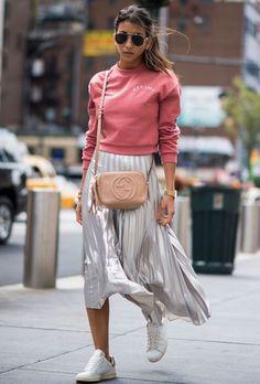 New York Fashion Week Street Style Spring silver skirt, sweatshirt and adidas sneakers Street Style Trends, Street Style Outfits, Look Street Style, New York Fashion Week Street Style, Street Style 2017, Spring Street Style, Cool Street Fashion, Street Chic, Street Styles