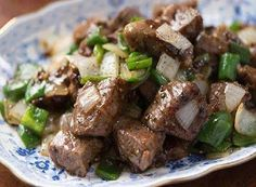 Black Pepper Beef Tips. In the world of food, there are few combinations as fabled as pepper and steak. Get this black pepper beef recipe at PBS Food. Beef Steak Recipes, Meat Recipes, Asian Recipes, Cooking Recipes, Beef Tips, Beef Welington, Sirloin Recipes, Steak Tips, Gastronomia