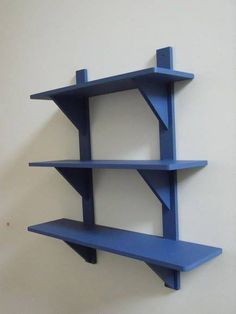 For boys room Wooden Shelves, Wall Shelves, Creation Deco, Diy Holz, Plant Shelves, Wooden Pallets, Diy Wood Projects, Pallet Furniture, Woodworking Projects