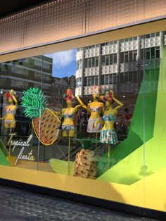 Windows display Oxford street in Londa #london #windowdisplay #allestimento #visual #bedenhams