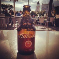 Instagram media by arodrigues - A beer with a view. #beer #sovina #terreirodopaço #lisboa #portugal #praçadocomércio #cerveja
