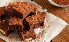 Σοκολατένιο γλύκισμα ψυγείου, νηστίσιμο, με ταχίνι, αμύγδαλα, cranberries και πορτοκάλι. Μια πολύ εύκολη και γρήγορη συνταγή για ένα λαχταριστό θρεπτικό σο