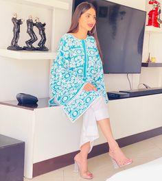 Pakistani Girl, Pakistani Dress Design, Pakistani Actress, Pakistani Dresses, Latest Kurti, Lovely Dresses, Designer Dresses, Kimono Top, Fashion Dresses