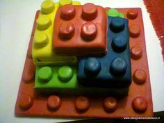 TORTA COMPLAENNO BAMBINO LEGO A TRE PIANI
