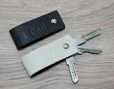 Key Holder Leather Keychain - Double Face - Ultra Slim Keychain Minimalist Key Case Holder Gift for Men's and Womens - Only 10 grams