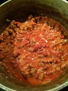 "Super-easy chili recipe - basically pantry-to-table with very little ""work"" - but tastes great! I double it and add green pepper. I also do 1 tsp cumin, 1 tsp nutmeg, 1 tbsp pumpkin spice and 1 tbsp chili powder! Chilli Recipes, Crockpot Recipes, Soup Recipes, Recipies, Easy Homemade Chili, Simple Chili Recipe, Chili Recipe With Tomato Juice, Chili Recipe For Kids, Portuguese Recipes"