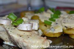 Cotlet de porc cu sos de smântână și ciuperci, cartofi cu ceapă verde la cuptor ...