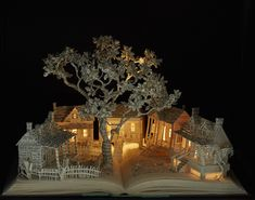 Illuminated Book Sculptures Form Highly Detailed Magical Worlds - Artist Su Blackwell utilizes beloved novels as an uncommon canvas and builds upward to create bewitching book sculptures. Arte Pop Up, Enchanted Book, Grand Art, Papier Diy, Altered Book Art, English Artists, Book Folding, Book Crafts, Sculpture Art
