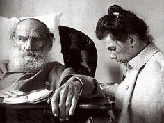Leo Tolstoy with daughter Tatyana in Gaspra, Crimea, 1902 (via wonderfulambiguity)