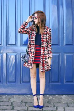 Red & navy blue outfit, the classic navy inspiration for a winter look. Wearing a wool coat from Zaful, striped skirt and navy blue top.