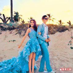 昆凌澳洲歸寧宴穿活潑俏麗的MIKAEL D.前短後長水藍色禮服。約100萬元