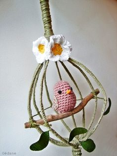 fouet et crochet, hum. Made using a hand whisk. Crochet Birds, Easter Crochet, Thread Crochet, Love Crochet, Crochet Patterns For Beginners, Crochet Patterns Amigurumi, Crochet Ornaments, Loom Knitting, Applique Patterns