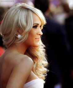 Carrie Underwood, big hair, big lashes, love it. Perfect People, Pretty People, Beautiful People, Beautiful Women, Carrie Underwood, Big Lashes, Thing 1, Big Hair, Famous Faces