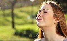 (Zentrum der Gesundheit) – Die richtige Atemtechnik kann heilen. Sie kann Schmerzen lindern, Verdauungsstörungen beheben und das Gehirn stärken. Je besser die Zellen nämlich mit Sauerstoff versorgt sind und je effektiver der Abtransport von Giftstoffen vollzogen wird, desto stärker und gesünder fühlen wir uns - sowohl körperlich als auch geistig. Gerade in einem stressigen Alltag kann der richtige Atemrhythmus zu einer verbesserten Energieversorgung und widerstandsfähigeren Gesundheit…