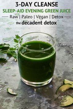 This low sugar evening green juice from The Decadent Detox Winter Juice Fast is packed with chlorophyll, antioxidants, vitamins, and minerals. Detox Diet Drinks, Natural Detox Drinks, Fat Burning Detox Drinks, Detox Juices, Cleanse Detox, Juice Cleanse, Detox Week, Healthy Cleanse, Juice Drinks