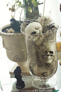 Halloween Decoration: Skulls, Spiders & Ravens