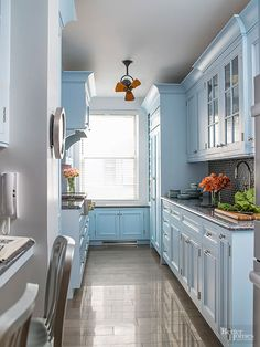 How to Reface Kitchen Cabinets . How to Reface Kitchen Cabinets . How to assemble Kitchen Cabinets Decor, House Design, Small Kitchen Storage, Home, Tiny House Kitchen, Kitchen Design Small, Painted Ceiling, Traditional House, Kitchen Storage