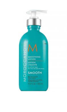 """Suchtfaktor! Die """"Smoothing Lotion"""" von Moroccanoil verleiht dem feuchten Haar (und trockenen Spitzen) sofortige Geschmeidigkeit, Kämmbarkeit und einen wundervollen Duft! 44 €, erhältlich,"""