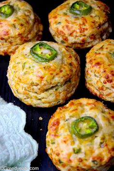 Jalapeno Cheddar Biscuits with Garlic and Cheddar cheese - Greedy Eats Queso Cheddar, Jalapeno Cheddar, Jalapeno Recipes, Cheddar Cheese, Jalapeno Cheese Bread, Bacon Recipes, Bread Recipes, Canned Butter, Dinner Rolls Recipe