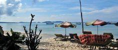 Sihanoukville is de bekendste badplaats van Cambodja en gelegen in het zuiden. Het heeft parelwitte zandstranden, is ongerept en idyllisch. Op het strand zijn gezellige restaurantjes en voor een paar euro eet je aan de vloedlijn met kaarslicht een verrukkelijke maaltijd. http://www.hopefulchildrencenter.org/nl/cambodja-nl/vakantie-in-cambodja
