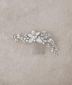 Pronovias Accessories 2016 - Headpiece www.pronovias.com/bridal-accessories/headpiece-t20-3350