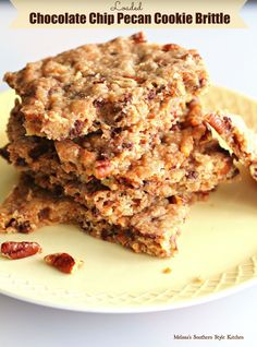 Loaded Chocolate Chip Pecan Cookie Brittle - This loaded cookie brittle has everything. Roasted pecans, mini chocolate chips, sweet toasted coconut and milk chocolate covered toffee chips. Pecan Cookies, Yummy Cookies, Cupcake Cookies, Chocolate Chip Cookies, Yummy Treats, Sweet Treats, Bar Cookies, Cupcakes, Candy Recipes