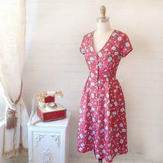 Flower Power Notre robe Jamelia est parfaite pour une cueillette de fleurs sauvage!#boutique1861 #flowerpower #ootd #montreal #lookbook #fashion #fashiondiaries #springdress