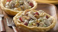 Biscuits baked over a custard cup turn into bowls for this super-easy salad! - Chicken Salad Bowls for Two Beef Recipes, Chicken Recipes, Cooking Recipes, Turkey Recipes, Recipe Chicken, Great Recipes, Favorite Recipes, Yummy Recipes, Salads