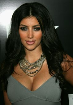 Kim Kardashian Emoji First Ranked In App Store Gadgets Kardashian Emoji, Kim Kardashian Hot, Kardashian Jenner, Kim Kardashian Boyfriends, Nick Lachey, Big Balloons, Celebrity Biographies, Neck Chain, Celebrity Pictures