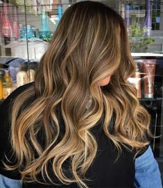 20 Golden Brown Hair Color Ideas All Brunettes Need to See - 20 Golden Brown Hair Color Ideas All Brunettes Need to See Blonde Balayage Brunette Hairstyle Bronde Hair, Brown Hair Balayage, Brown Ombre Hair, Brown Blonde Hair, Brown Hair With Highlights, Hair Color Balayage, Haircolor, Caramel Highlights, Gold Brown Hair