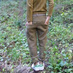 ボーイフレンドパンツです。 ウールリネンシャンブレーという生地であったかいです。 ヤマモモで染めています。 Boyfriend pants . It is a warm fabric of wool linen chambray . I am dyed in bayberry .
