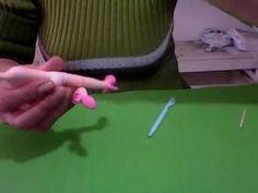 colocando sandalia com salto (peep toe) e perninhas na noivinha - YouTube