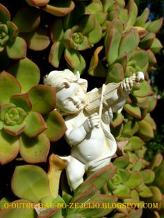 "Angels in the succulent garden of ""Casa Catita""- ALGARVE"