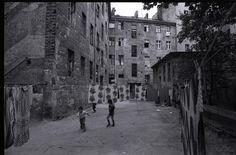 Türkische Gastarbeiter - Straßenszene in Berlin-Kreuzberg | V-like-Vintage