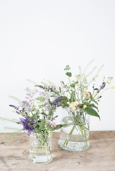 DIY : Flower arrangement in vase. Learn Anna's flower trick on how to make beautiful flower arrangements from tape