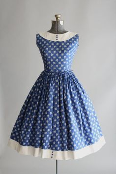 This Lanz Originals cotton dress features a white flower and heart print atop a blue background. Contrasting white cotton pique trim and ric-rac trim at neckline and hem of skirt. Vestidos Vintage, Vintage 1950s Dresses, Retro Dress, Vintage Outfits, Vintage Clothing, Look Retro, Look Vintage, 1950s Fashion, Vintage Fashion